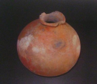 Cerámica precolombina, vasija globular. Foto Grupo de Arqueología Arge y Terreros.