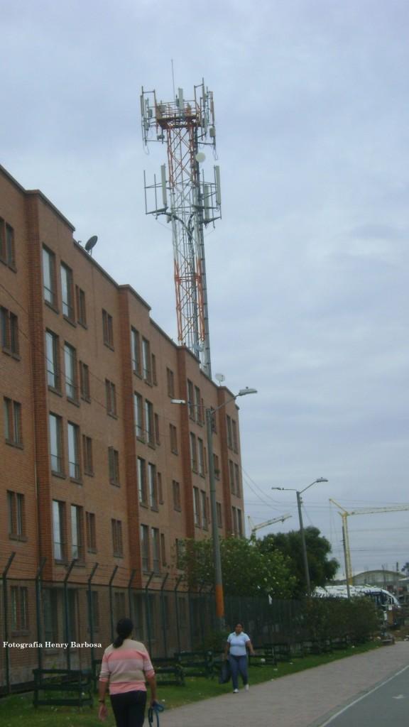 Para la instalación de esta antena de telecomunicaciones en el conjunto Mirador de San Ignacio, se debió contar con el permiso de la Asamblea de copropietarios.