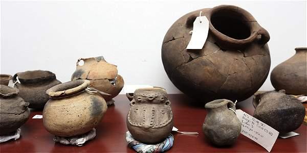 Estos son restos de vasijas, copas y piezas antropomorfas, de diferentes épocas.
