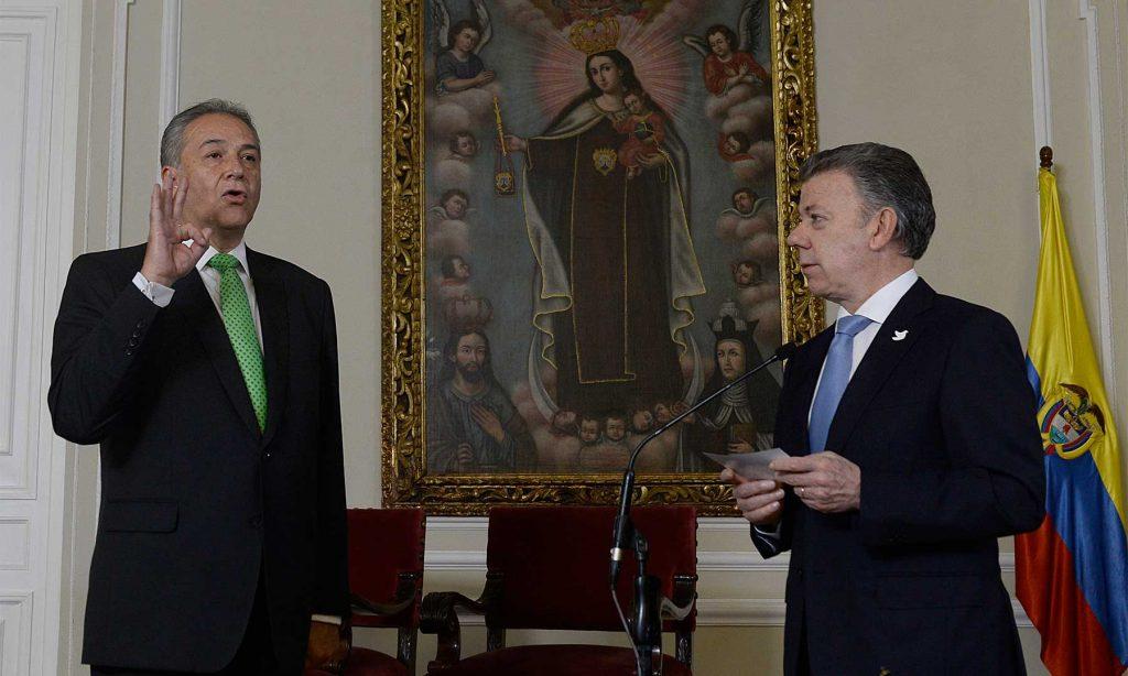 Toma del juramento al general (r) Óscar Naranjo al posesionarse como Vicepresidente de la República, tras ser elegido como tal por el Congreso para lo que resta del periodo constitucional.
