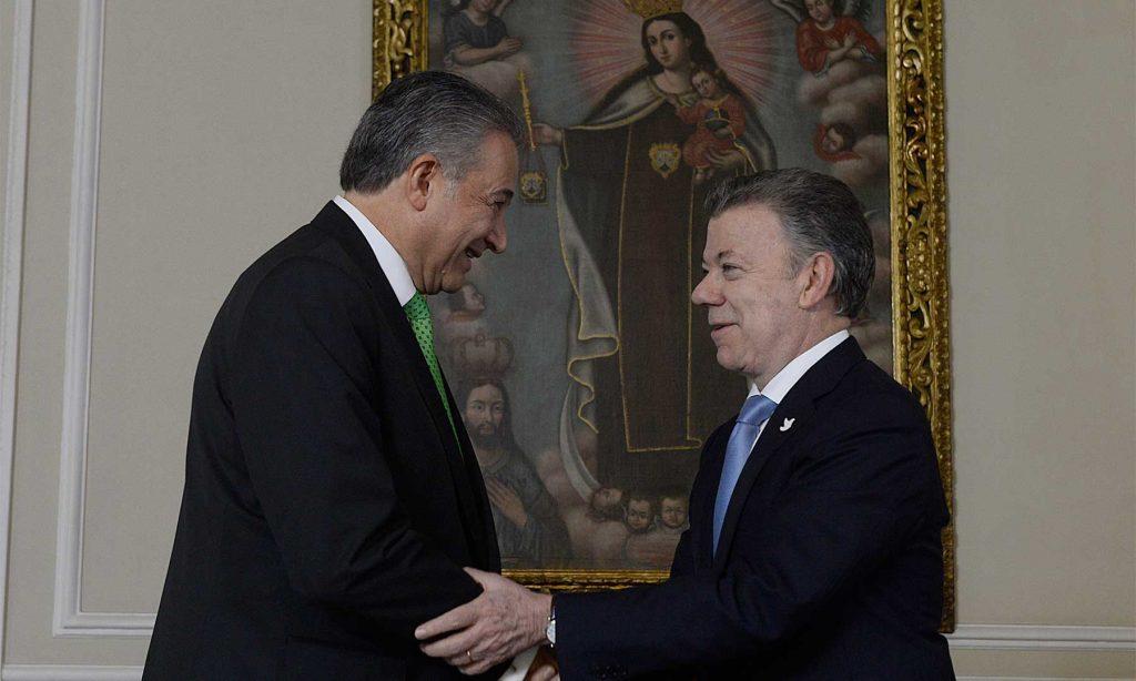 """""""El general Naranjo es la persona correcta, para el cargo correcto y en el momento correcto"""", dijo el Presidente al posesionar al general (r) Óscar Naranjo como Vicepresidente de la República."""