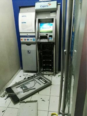 Estado en que quedó el cajero automático del Banco de Colombia.