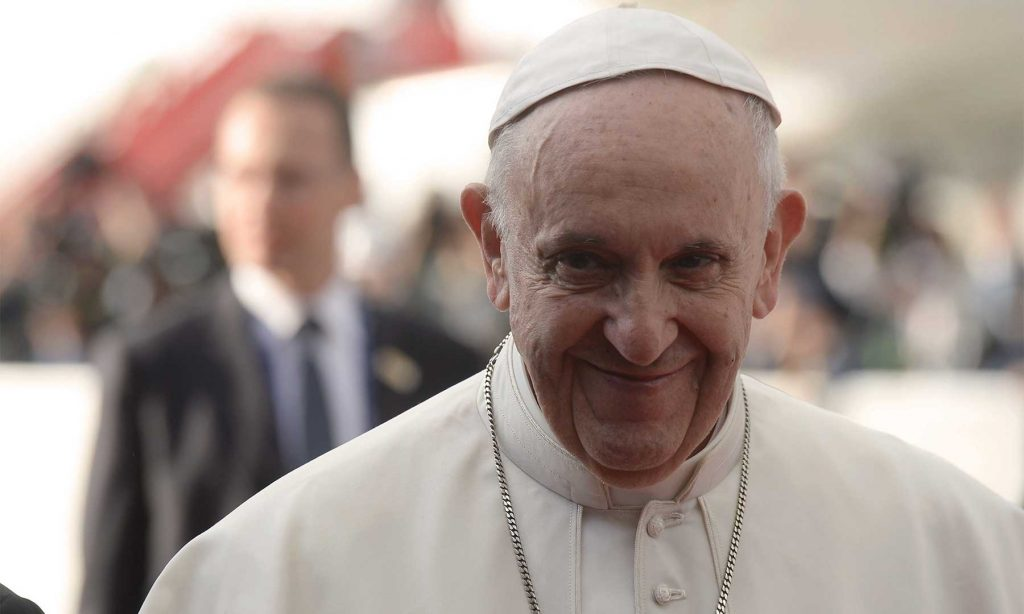 El Papa Francisco sonríe a miles de bogotanos que le dieron la bienvenida en el inicio de su histórica Visita Apostólica a Colombia. (Dar clic para ampliar).