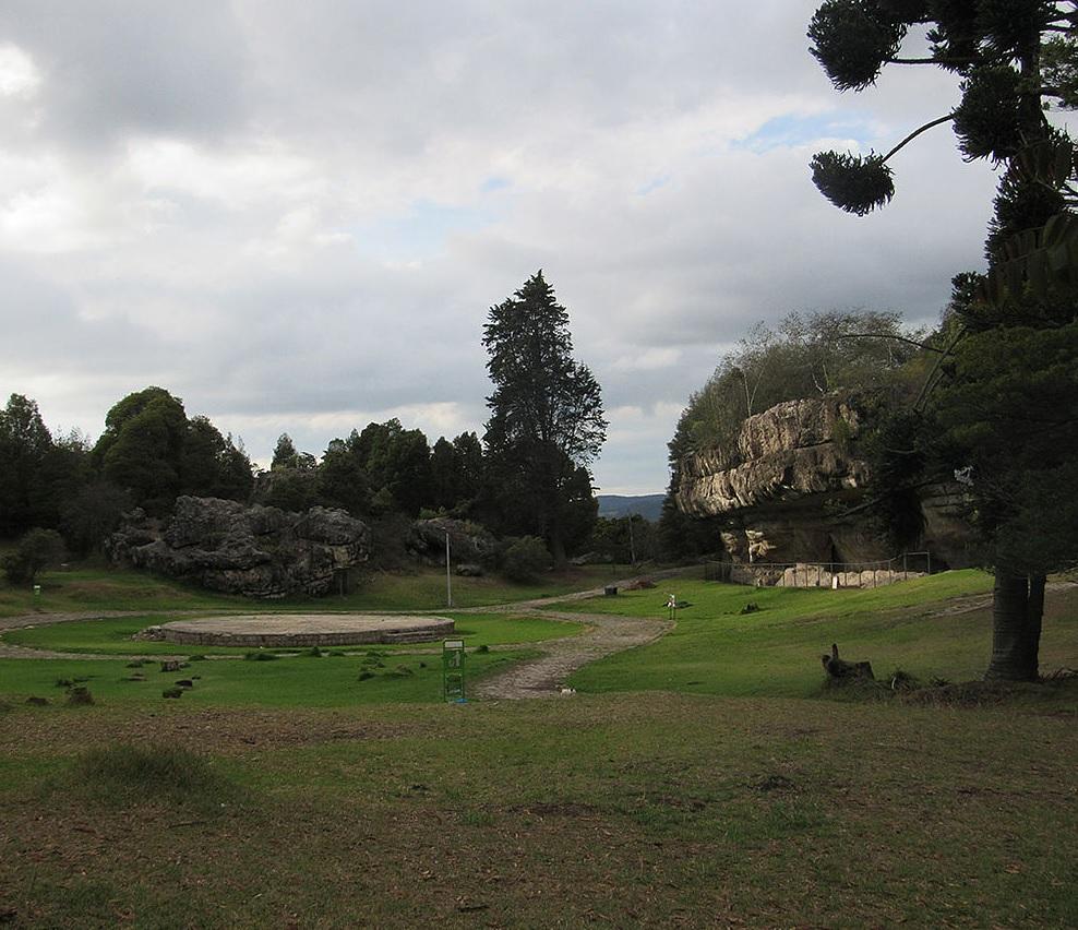 El Parque Arqueológico Las Piedras del Tunjo, ubicado en Facatativá (Cundinamarca), cuenta con 27 hectáreas.