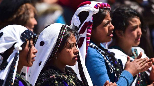 La comunidad indígena actual en México es 6,5% de la población del país, mientras que la raza mestiza es la predominante.