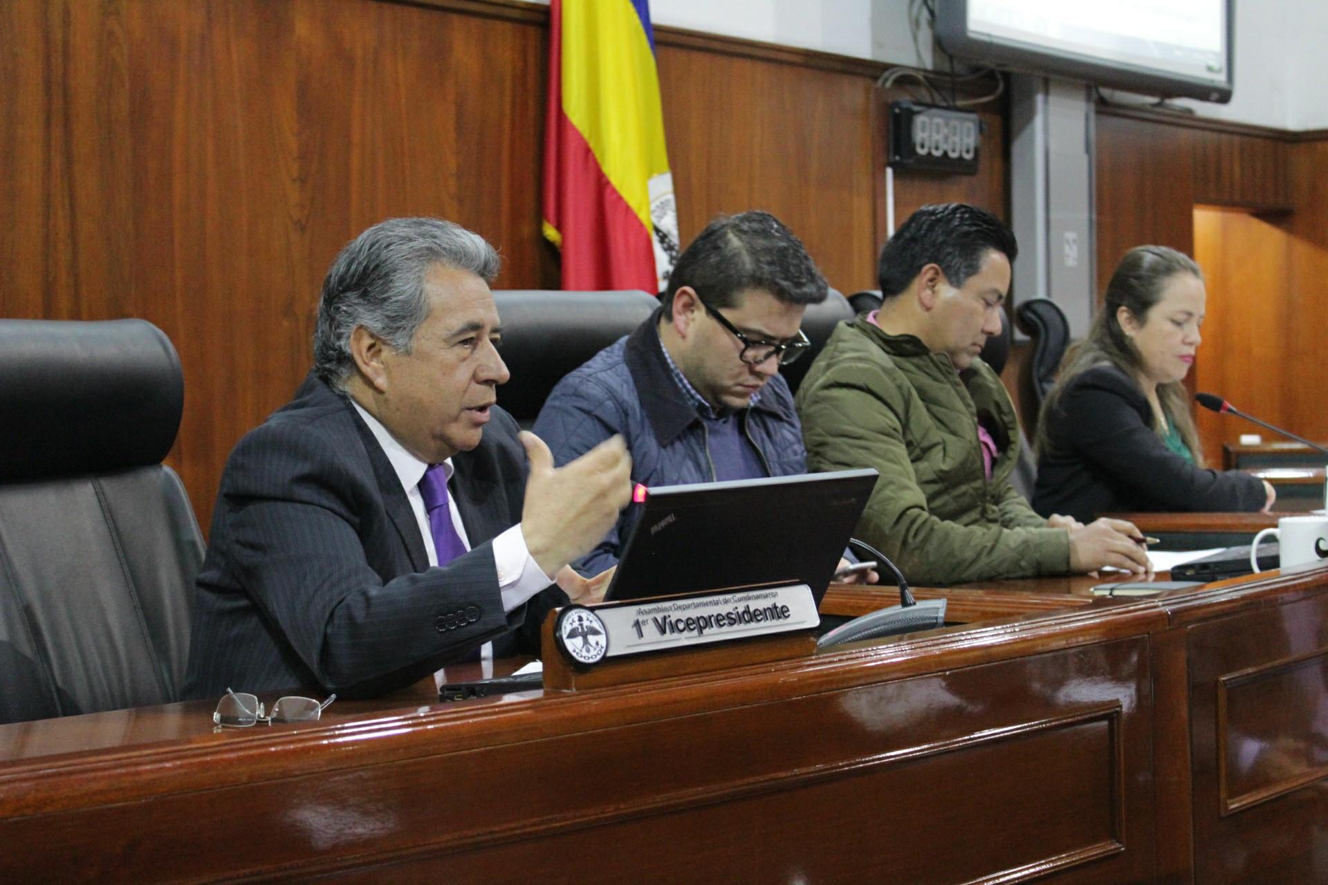 El alcalde de Soacha, Eleázar González durante su intervención hizo énfasis en la urgencia de la aprobación de las vigencias futuras.