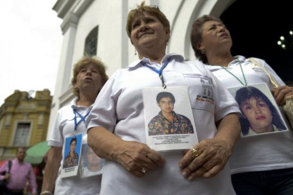 Las madres de la Candelaria, la organización de mujeres colombianas que luchan por aclarar los crímenes de desaparición forzada en el país. Foto: El Espectador.