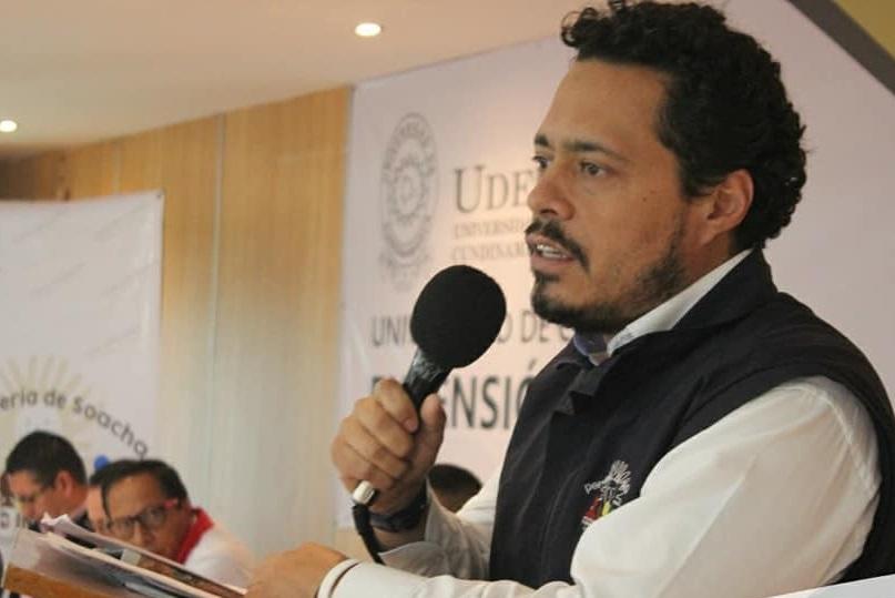 El pèrsonero Municipal Ricardo Rodríguez, da inicio a la jornada de elección del Consejo Municipal de Paz.