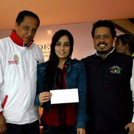 Reyes Murillo, alcalde Encargado de Soacha, posa con la nueva consejera Kelly Dayanna Pulido y el pèrsonero Municipal Ricardo Rodríguez.