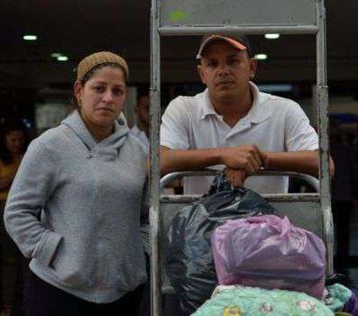Arlyn y Gustavo llegaron a Bogotá tras unas 27 horas de viaje desde Maracaibo. Foto: Eugenia Rodriguez Peria