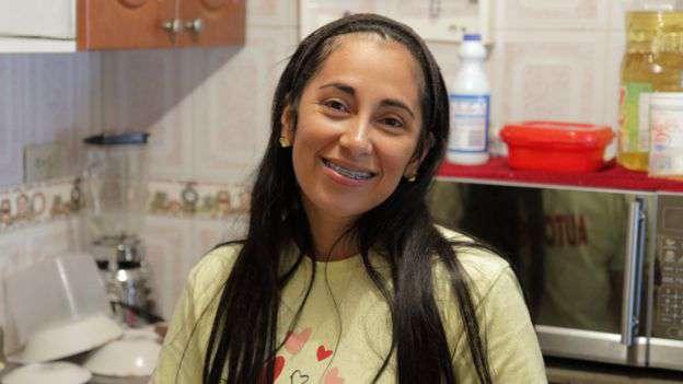 Yenery quiere ampliar el espacio que puede usar en su casa para alojar a migrantes venezolanos que lo necesiten. Foto: Natalio Cosoy/ BBC Mundo