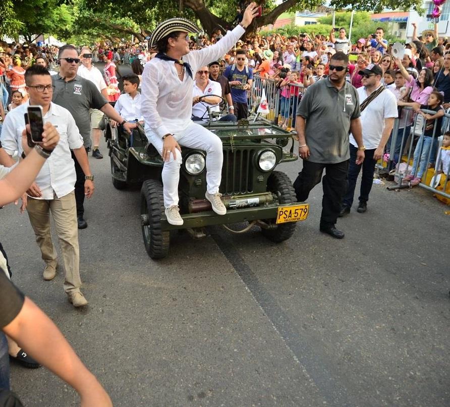 El protagonista del desfile de piloneras fue sin duda Carlos Vives.