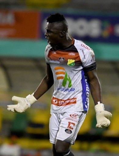 Giovanni Banguera atajó tres penales y clasificó a Atlético Huila
