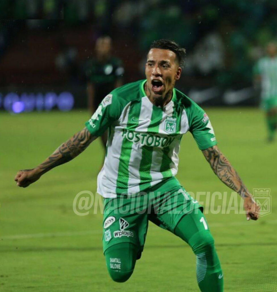 Dayro Moreno celebra la anotación que dio la clasificación a Atlético Nacional.