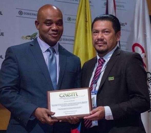 Ministro de Ambiente y Desarrollo Sostenible, Luis Gilberto Murillo y Ferney Rojas, Coordinador del Programa Hojas Verdes.