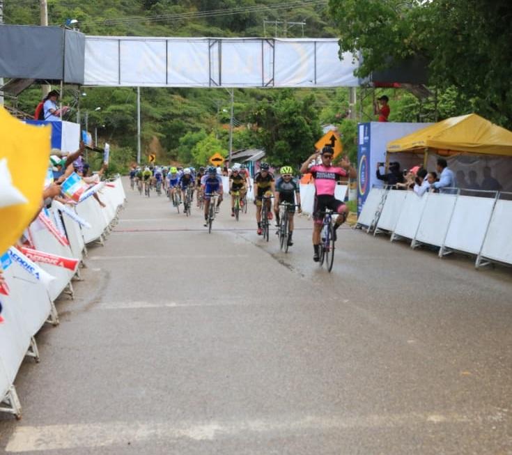 Jordan Parra, gana la cuarta etapa de la Vuelta a Cundinamarca 2018