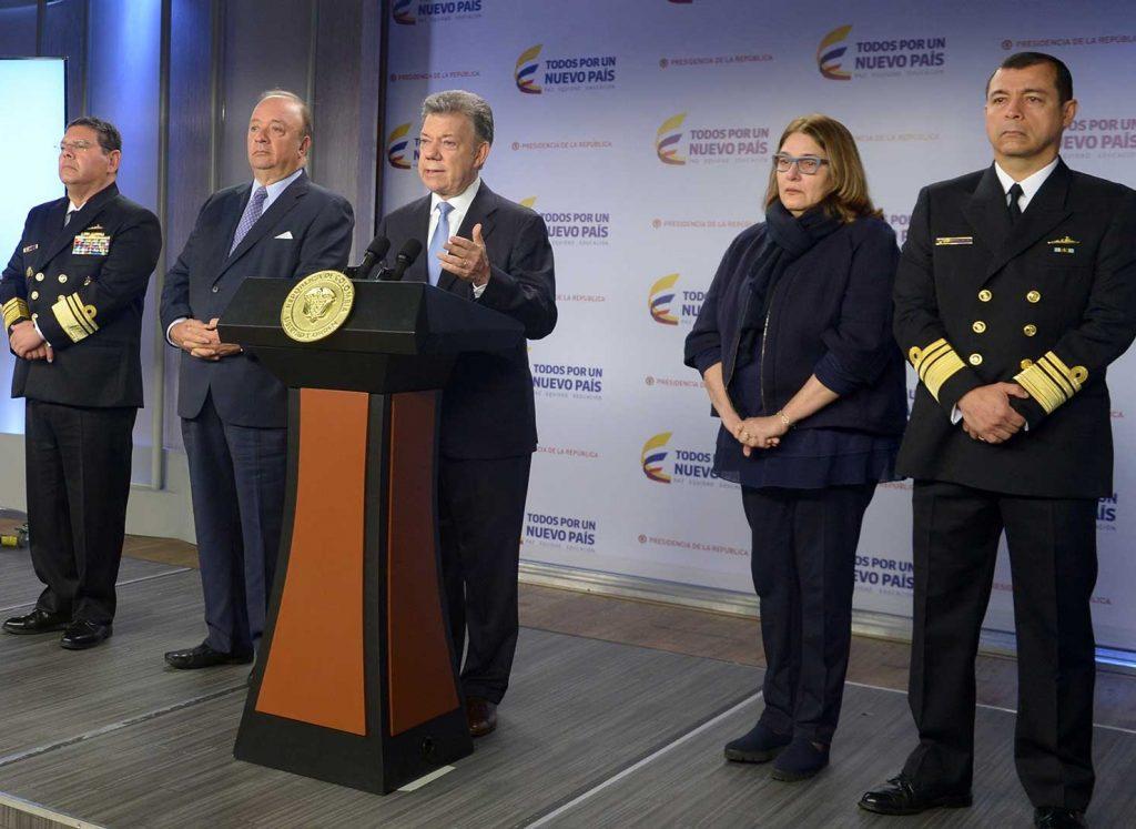 Acompañado por los ministros de Defensa y Cultura, el Presidente Santos informó sobre la suspensión de la convocatoria para el rescate del Galeón San José.