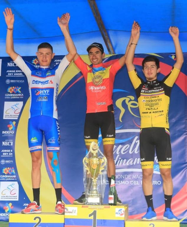 Cuadro de honor: De izq. a der. De izq. a der: Miguel Ángel Reyes (segundo lugar), Wildy Sandoval (Campeón) y Rubén Darío Acosta (tercer lugar).