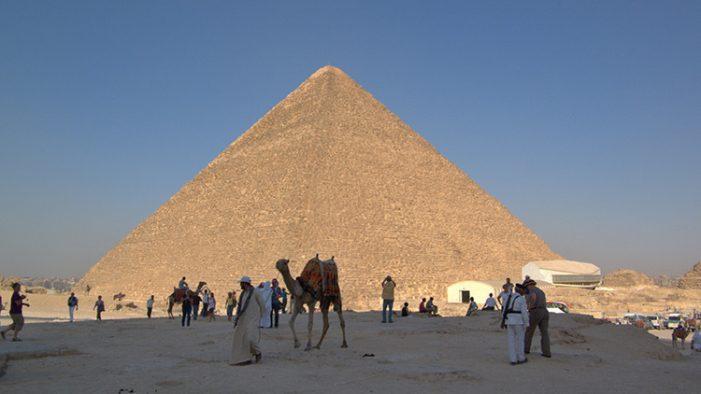 Exponen papiro que revela el misterio de la construcción de la Gran Pirámide de Guiza