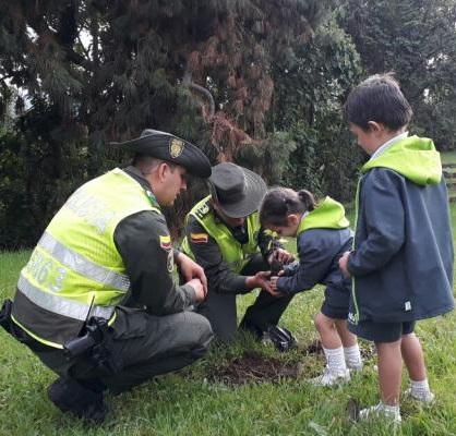 Policía Nacional comprometida con la protección del ambiente y los recursos naturales