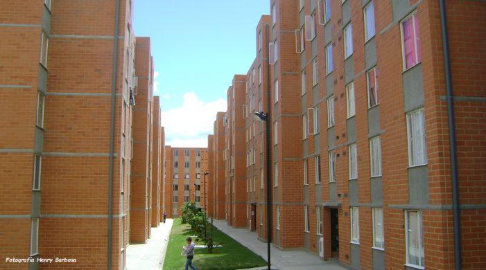Compensar le apuesta a la vivienda social y comunitaria