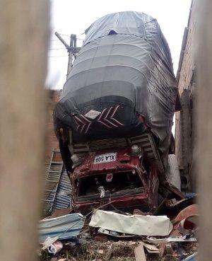 Camión colisiona contra vivienda en Soacha