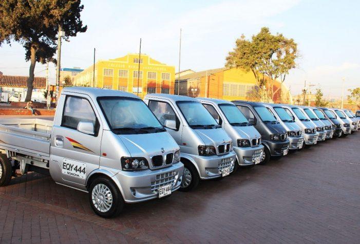 Alcaldía de Soacha entregó primeros vehículos motorizados a carreteros