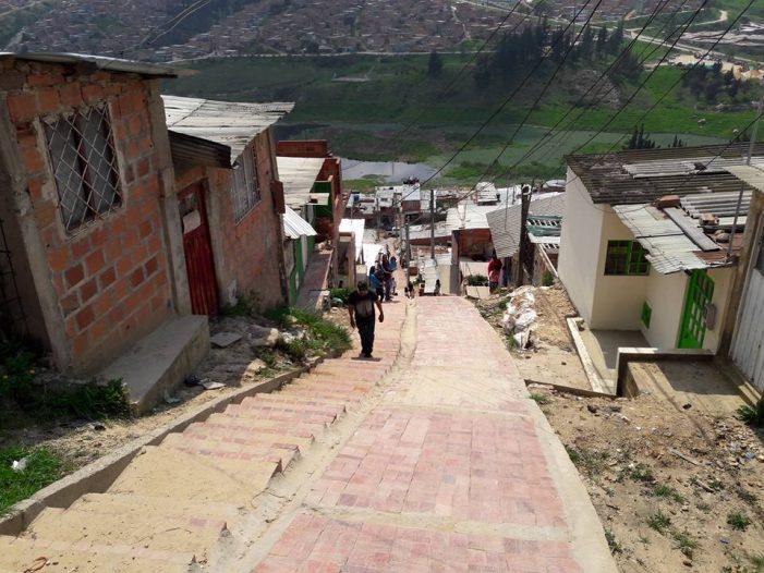 Continúa con éxito proyecto de adoquinamiento en Soacha