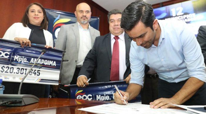 Gobernador entrega elementos para mejorar la calidad del agua en 12 municipios