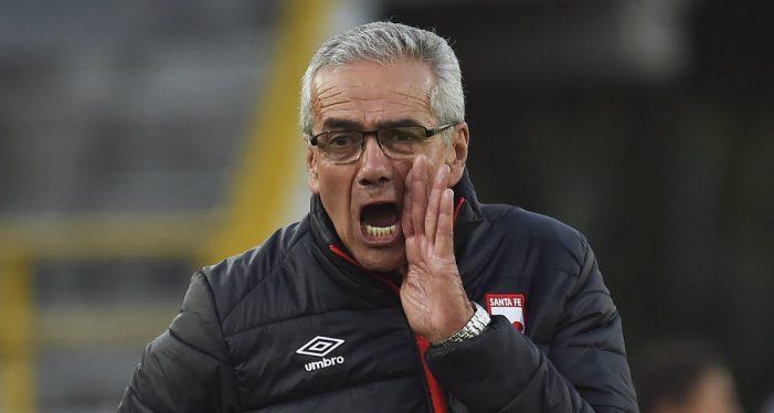 El técnico de Santa Fe Gregorio Pérez renunció después del empate a dos goles ante Once Caldas