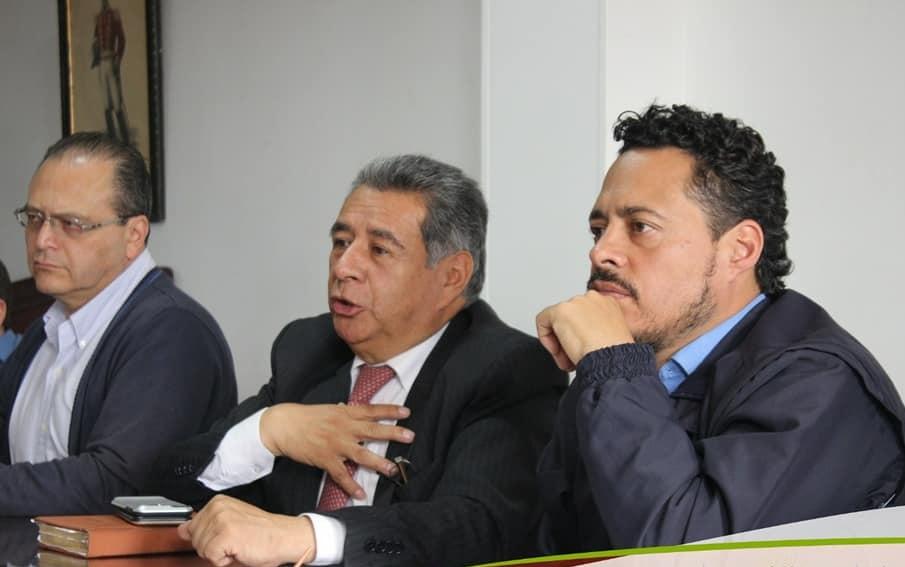 De izq. a der. el secretario de Educación Hernán Castellanos, Alcalde Municipal Eleázar González y el personero Municipal Ricardo Rodríguez.