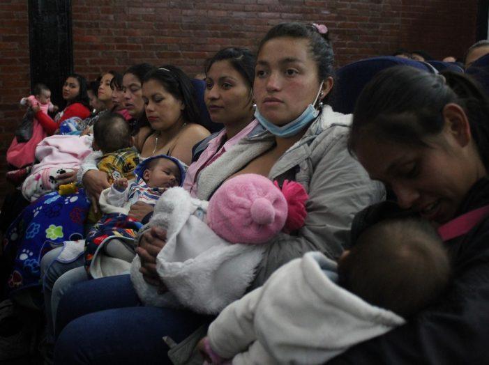 Alcaldía de Soacha entrega kits de cuidado infantil a madres vulnerables