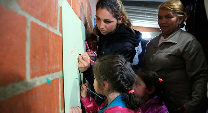 Habitantes de la urbanización Vida Nueva en Soacha participaron en diseño de su futuro colegio