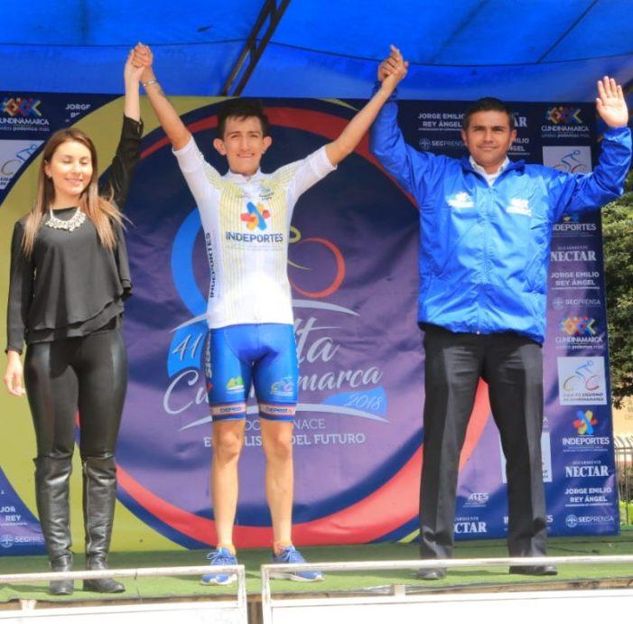 Steven Cuesta, ganador de la tercera etapa de la Vuelta a Cundinamarca en El Rosal