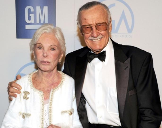 Stan Lee y su esposa Joan.