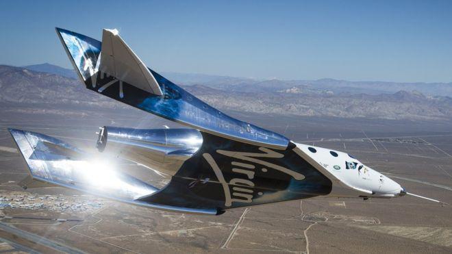 Llega al espacio el primer vuelo espacial tripulado de Virgin Galactic