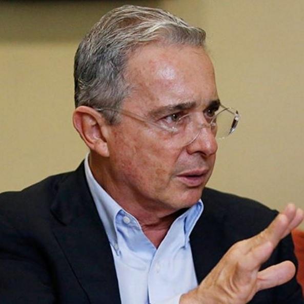 """Álvaro Uribe dice """"no"""" a una intervención militar en Venezuela"""