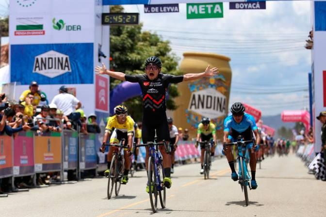 El soachuno Luis Carlos Chía gana la quinta etapa del Clásico RCN