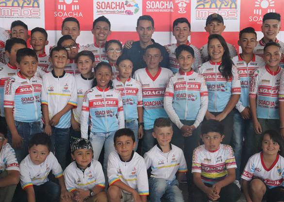 Daniel Martínez clausuró escuelas de formación en Soacha con los ciclistas del futuro