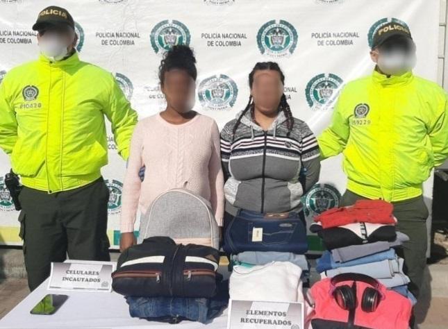 Capturan en Soacha a dos mujeres sindicadas de robar almacén de ropa