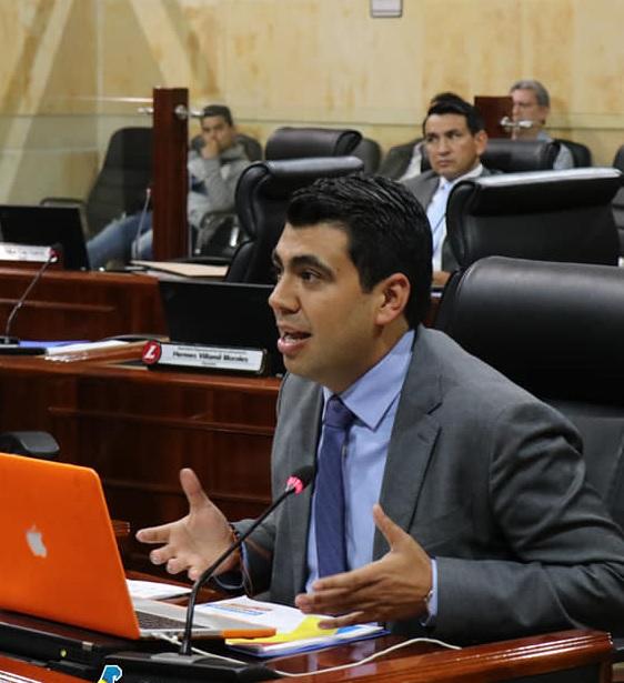 Diputado Julián Sánchez confirma contagio de covid-19