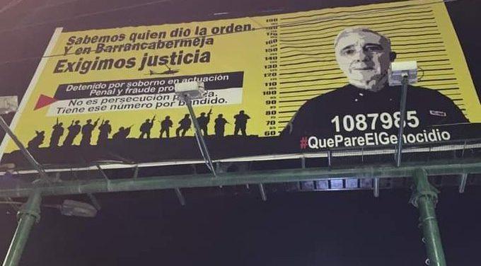 Aparecen vallas en contra de Uribe Vélez