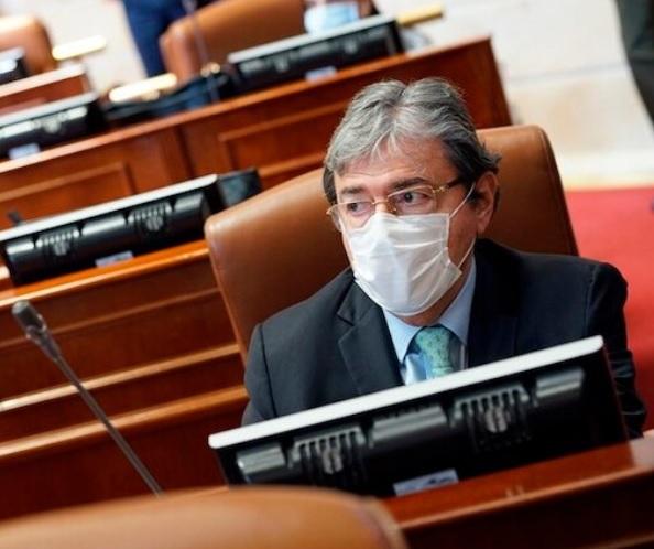 Golpe a la oposición: Senado tumba el debate de moción de censura contra Holmes Trujillo