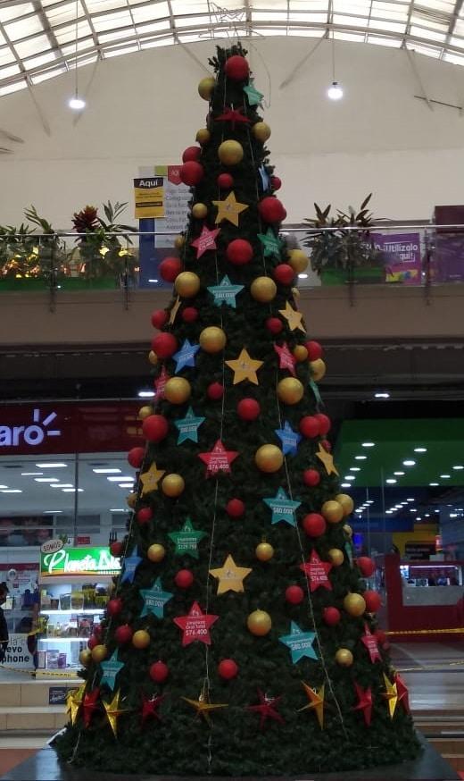 El Centro Comercial Mercurio enciende el árbol de la esperanza en Soacha