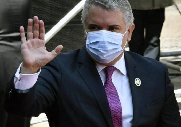 Iván Duque excluirá de vacunación a venezolanos que estén irregulares en su territorio
