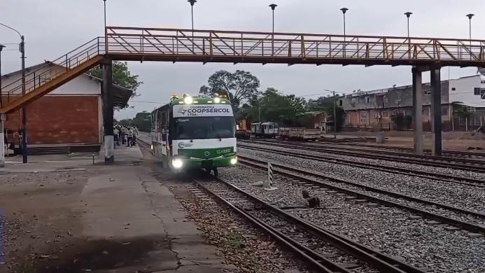 ¡Inedito! Arrancó el ferrobús entre Barrancabermeja y Puerto Berrío
