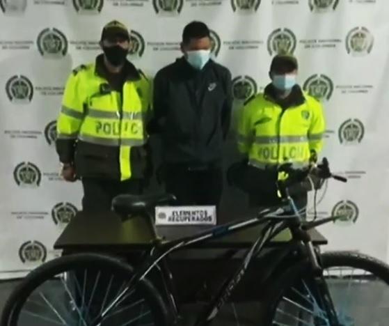 Víctima logra captura de sujeto que tenía la bicicleta que le habían robado