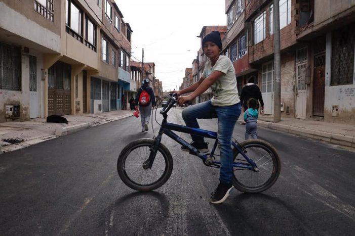 Habitantes del barrio Pablo VI de Soacha estrenan vías pavimentadas