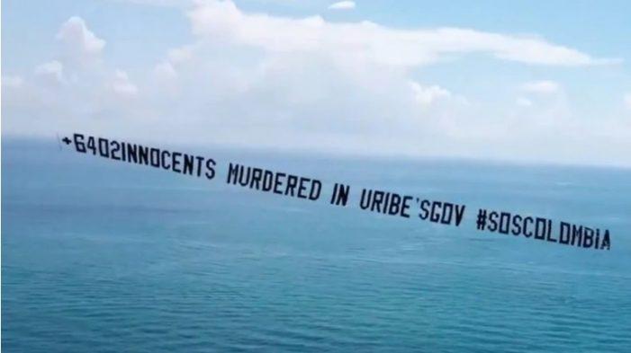 Avioneta con mensaje contra Álvaro Uribe sobrevuela Miami Beach