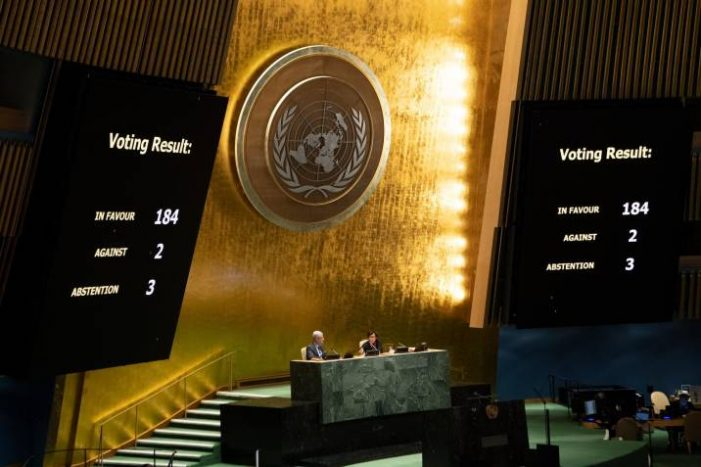 La Asamblea General de la ONU aprueba una resolución contra el bloqueo de EE.UU. sobre Cuba